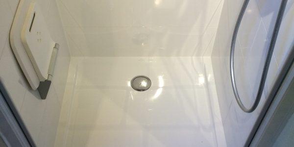 Tub de douche siège replié