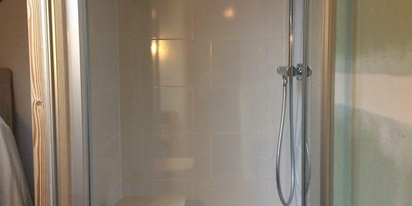 Création d'une mini salle de douche dans les combles